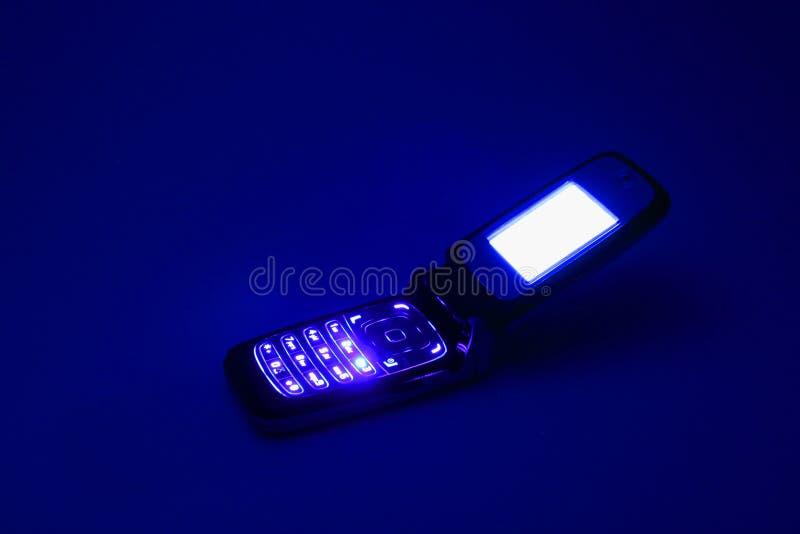 Telefono delle cellule nello scuro fotografie stock libere da diritti