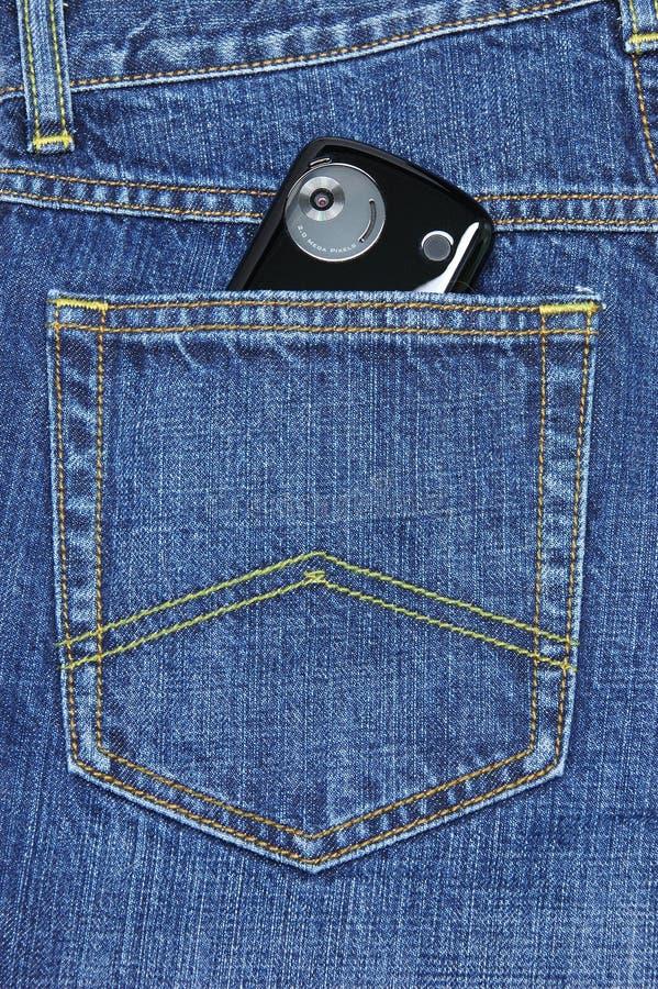 Telefono di Pda in casella delle blue jeans immagine stock libera da diritti