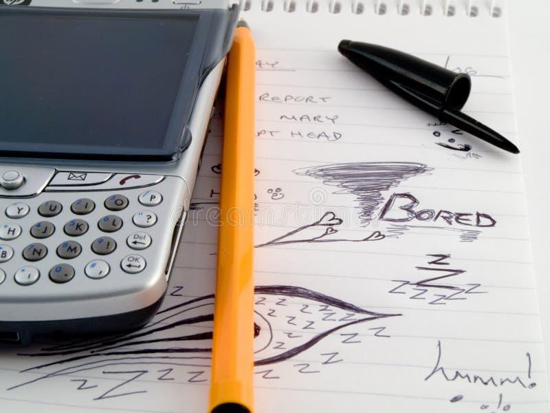 Telefono di PDA con la penna e gli abbozzi di Doodle immagini stock libere da diritti