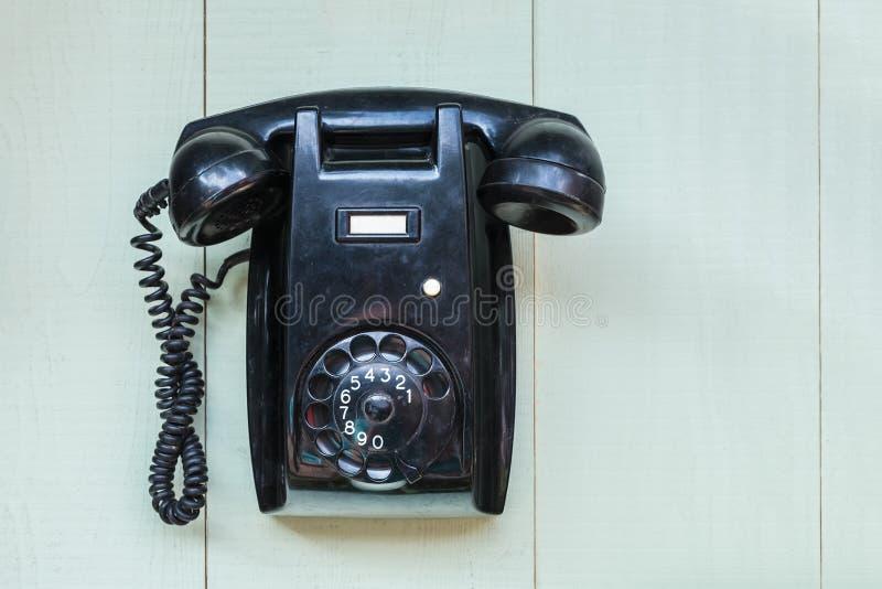 Telefono nero della parete dell'annata fotografia stock