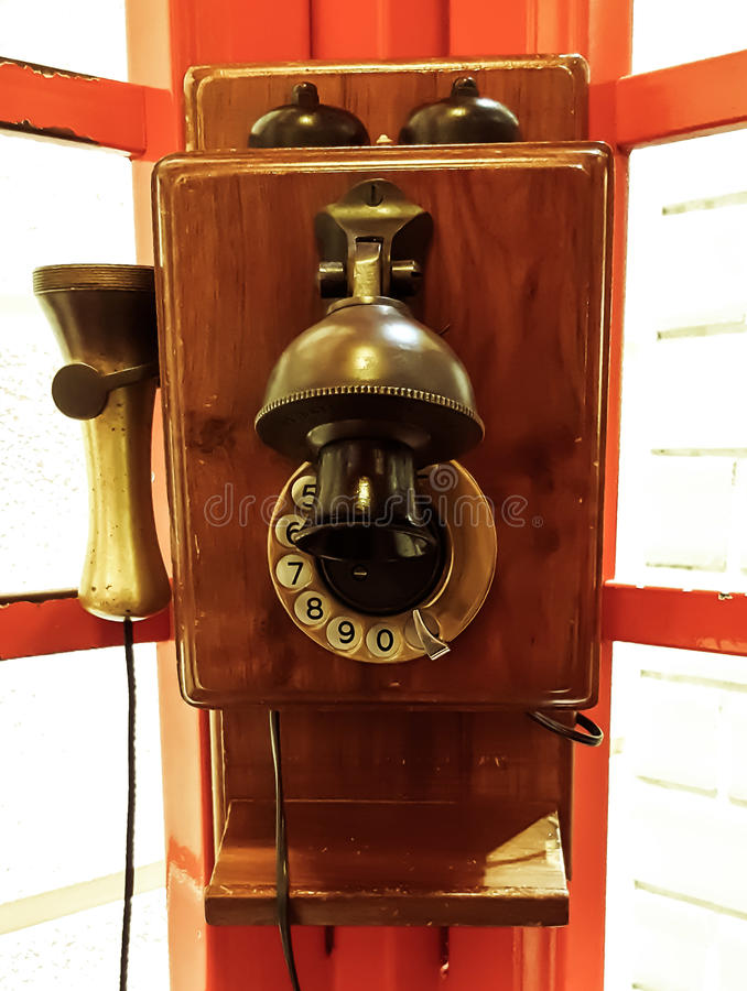 Telefono pubblico d'annata fotografie stock
