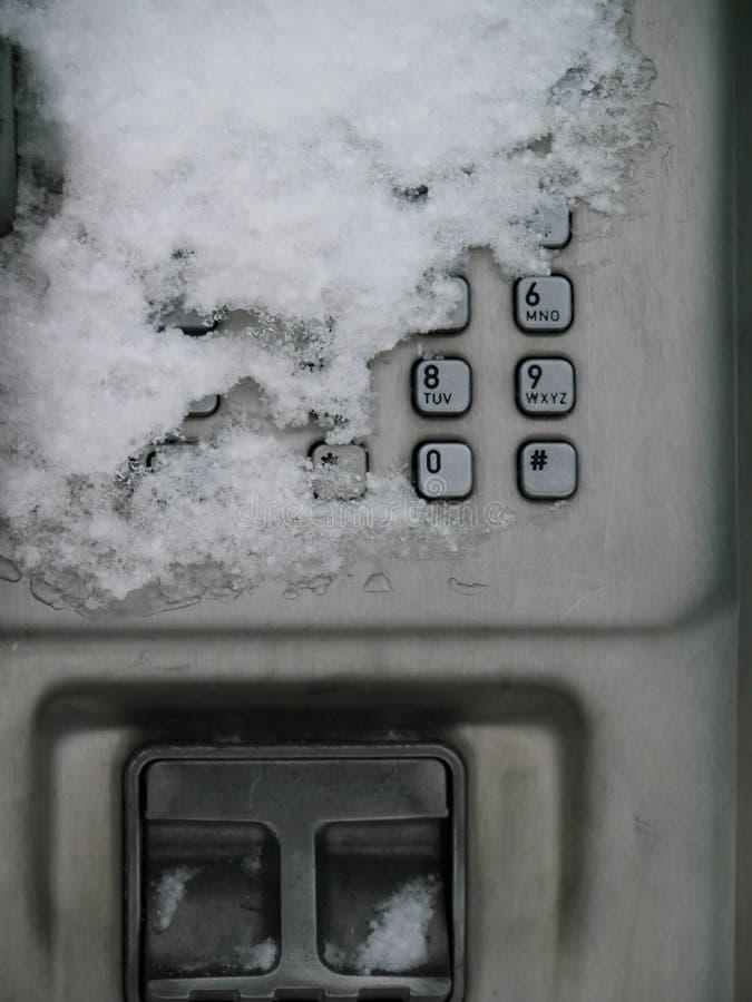 Telefono pubblico della neve fotografie stock
