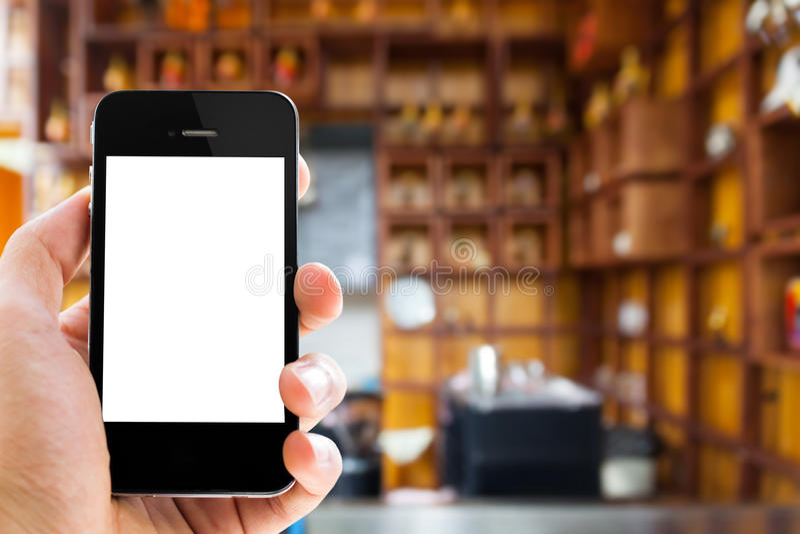 Telefono vicino della tenuta del uphand con lo schermo in bianco fotografia stock libera da diritti