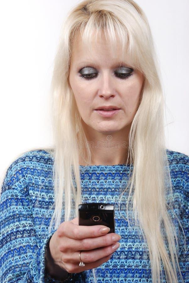 telefonowanie blond kobieta obraz royalty free