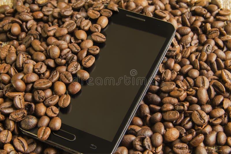 Telefonu i kawy bauns zdjęcia stock