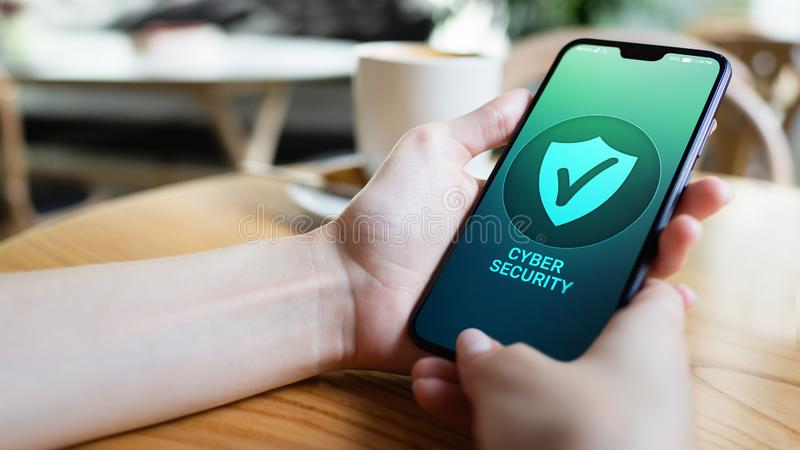 Telefonu komórkowego cyber informacje nt. bezpieczeństwa prywatność, ochrona danych interneta technologia i biznesu pojęcie obraz stock