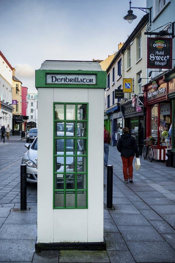 Telefonzelle wandelte in eine Defibrillationsmitte um stockbilder