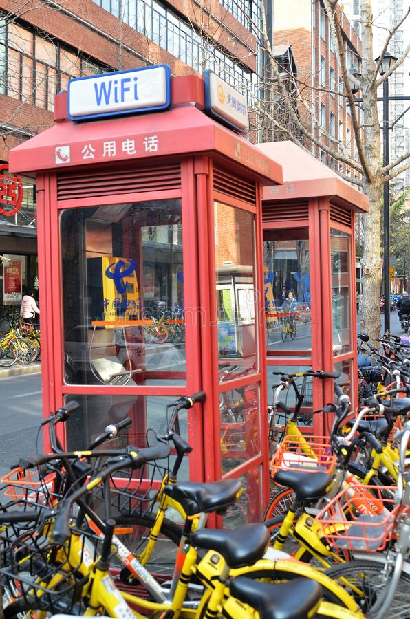 Telefonzellen finden in Shanghai, China stockfotografie