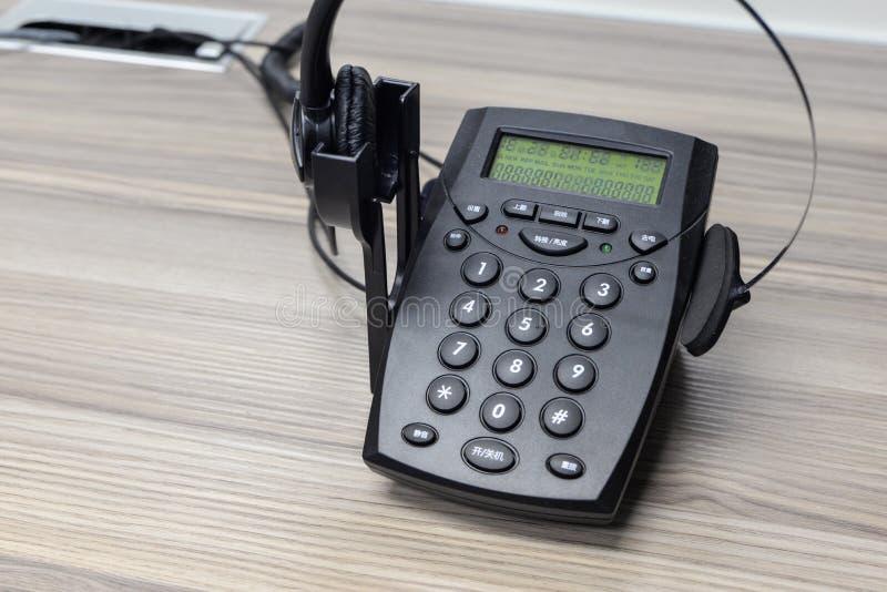 Telefoon en hoofdtelefoon stock foto's