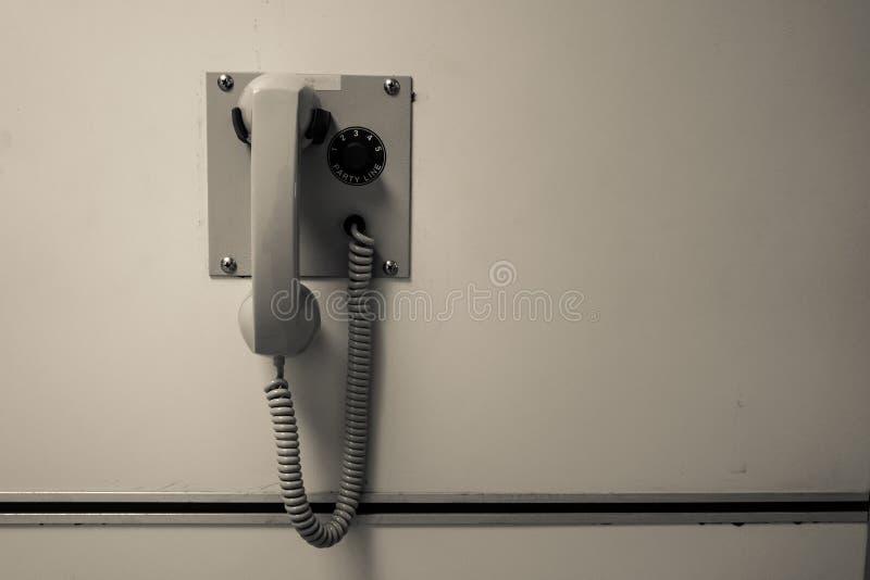 Telefoon of het pagineren op muurachtergrond in sepia toon royalty-vrije stock afbeelding