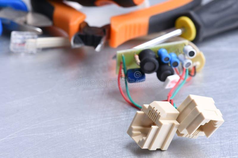 Telefooncontactdoos en hulpmiddelen, het luisteren apparaten voor het spioneren insect royalty-vrije stock afbeelding