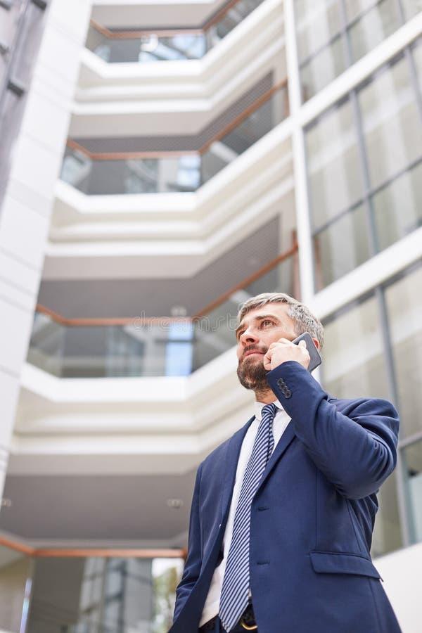 Telefoononderhandelingen met Partner royalty-vrije stock fotografie