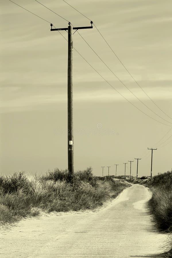 Telegrafv?g Telefonlinjer & maktkablar arkivbild