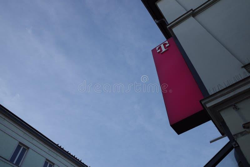 Telekom al atardecer fotografía de archivo libre de regalías