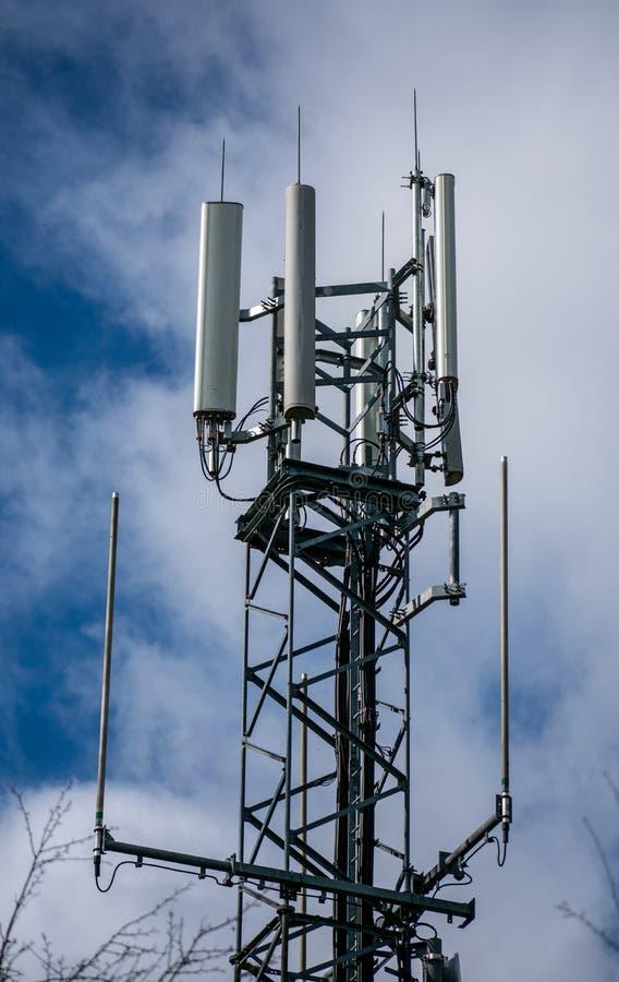 Telekommunikation ragt, Übermittler, Zellturm hoch lizenzfreie stockfotografie
