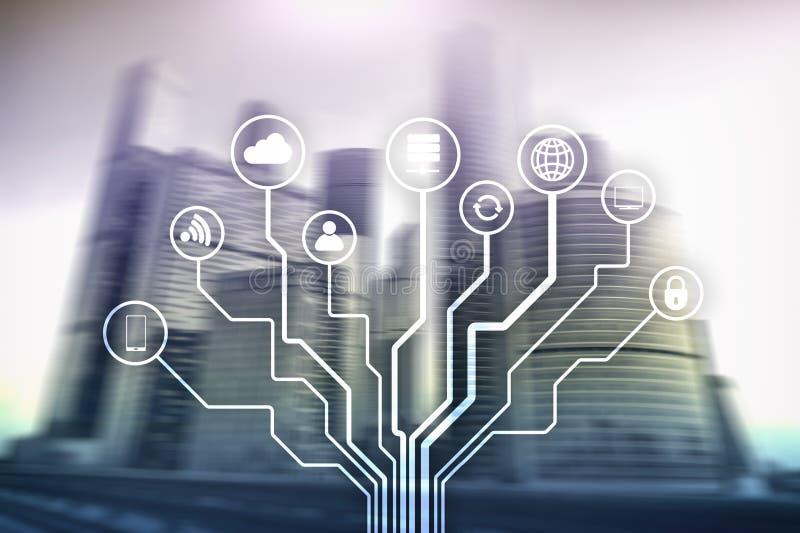 Telekommunikation und IOT-Konzept auf unscharfem Gesch?ftszentrumhintergrund lizenzfreie stockfotos