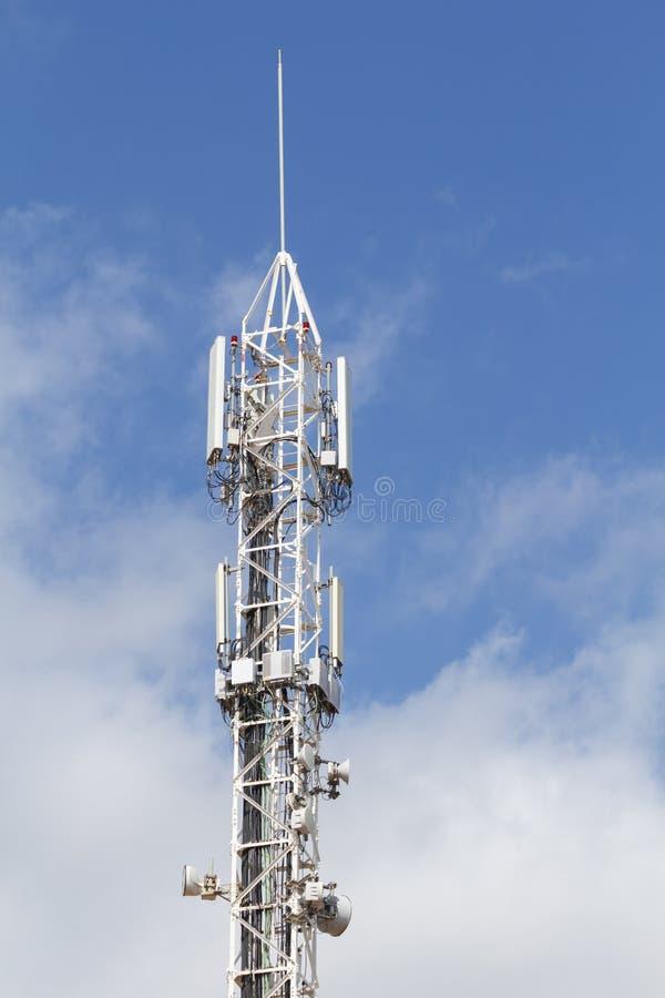 Telekommunikation und Mobilantennen lizenzfreie stockfotos