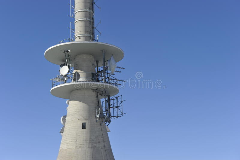 Telekommunikations-Kontrollturm lizenzfreies stockfoto