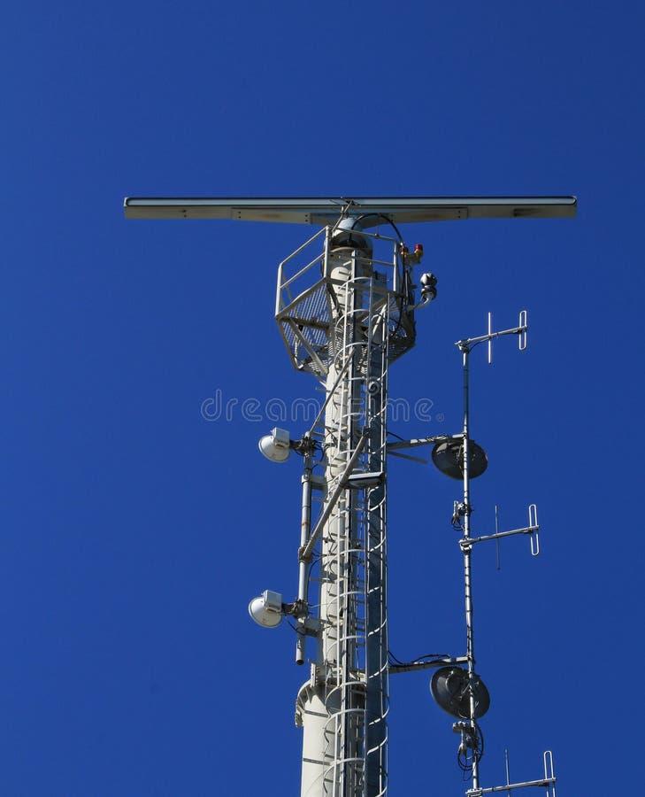 Telekommunikationsantennen gelegen in Cacilhas-Hafen lizenzfreie stockbilder