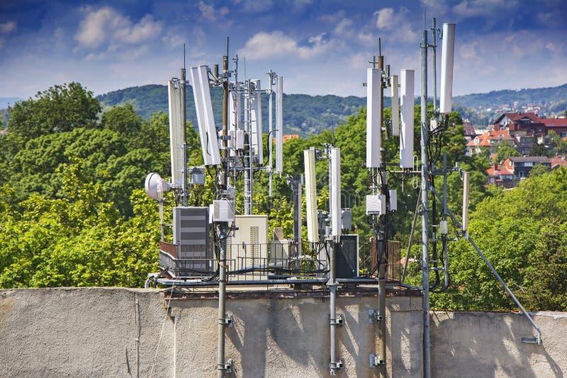 Telekommunikationsausrüstungshandyantennen stockfotografie