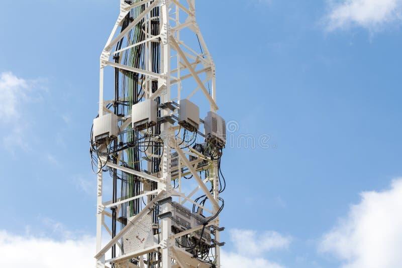 Telekommunikationsturmantennen stockbilder