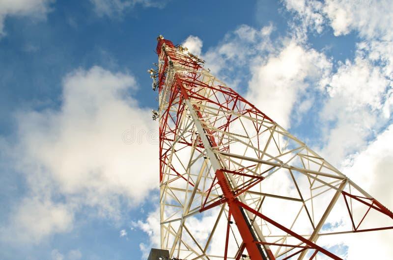 Telekomunikaci sygnału wierza fotografia royalty free