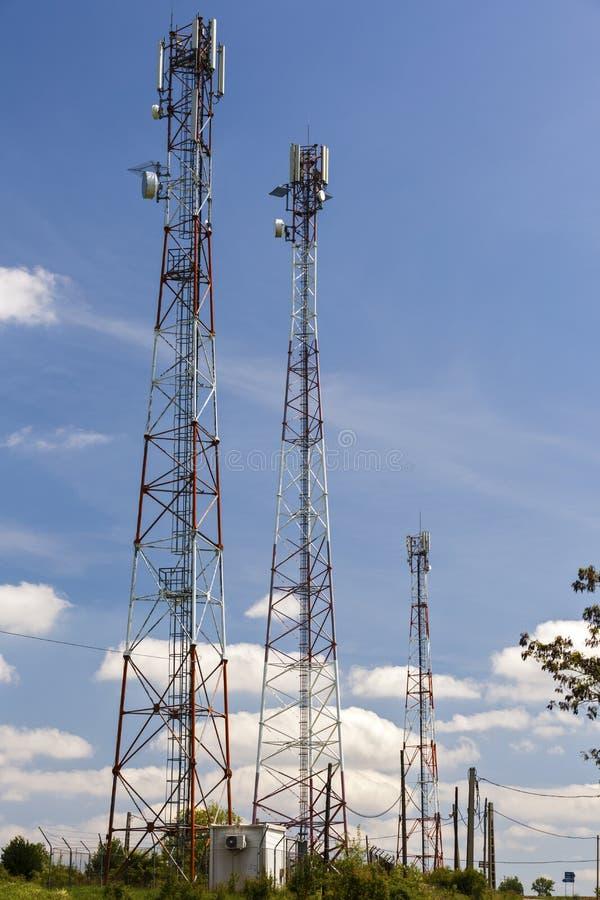 Telekomunikacyjni słupy zdjęcia royalty free