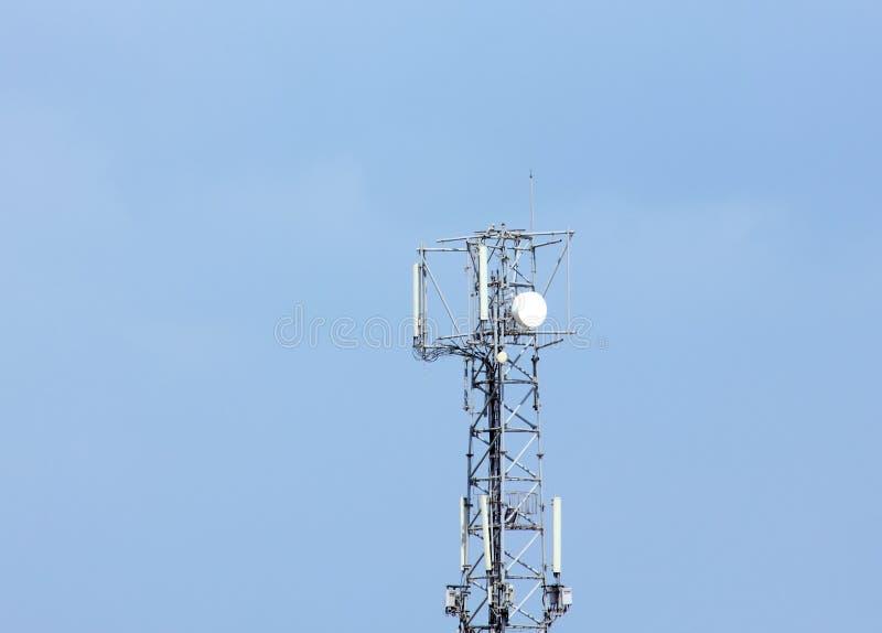 Telekomunikacyjny gsm anteny wierza obraz stock