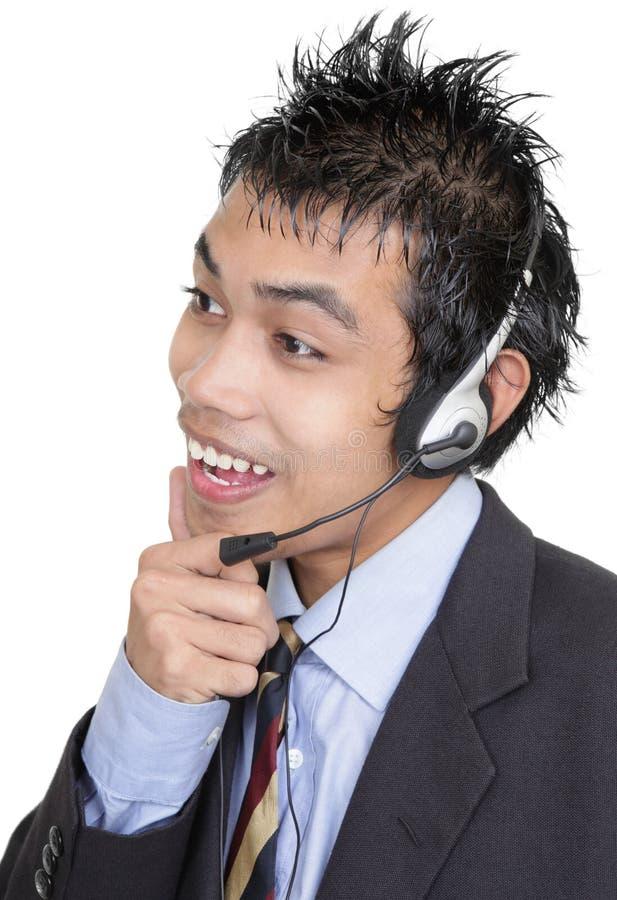 Telemarketer asiatico d'ascolto immagini stock libere da diritti