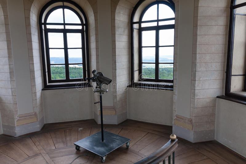 Telescoop binnen in vooruitzichttoren Babylon in Tsjechische Republiek, slepen stock afbeeldingen