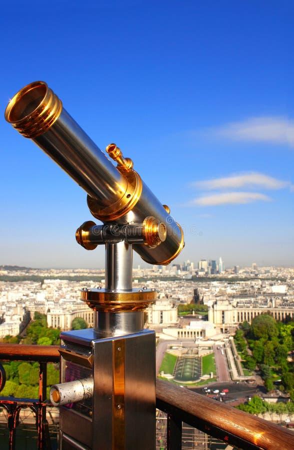 Telescoop die Parijs omhoog op de toren van Eiffel, Frankrijk overzien stock fotografie