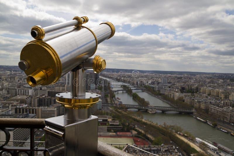 Telescopio con la vista di Parigi fotografia stock