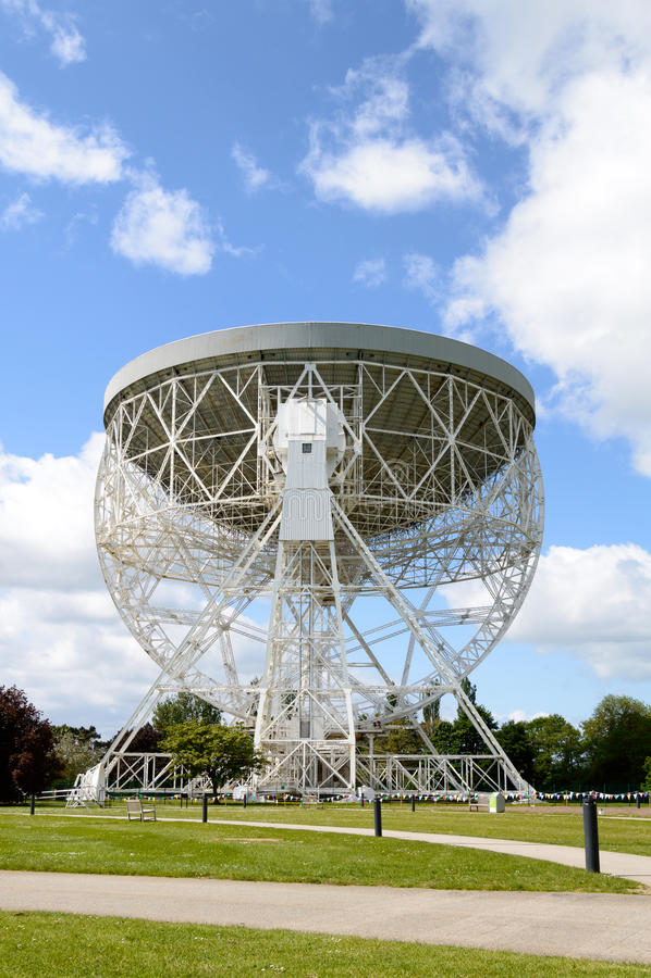 Telescopio de Lovell que señala hacia la inmensidad del espacio fotos de archivo libres de regalías