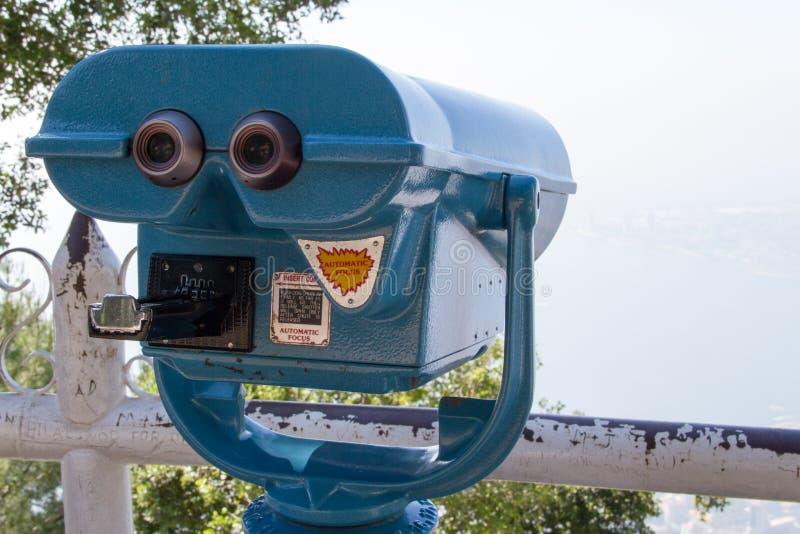 Telescopio per la chiusura sulla città fotografie stock libere da diritti