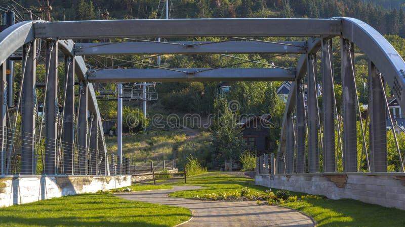 Telesilla y camino en Park City escénico Utah fotos de archivo