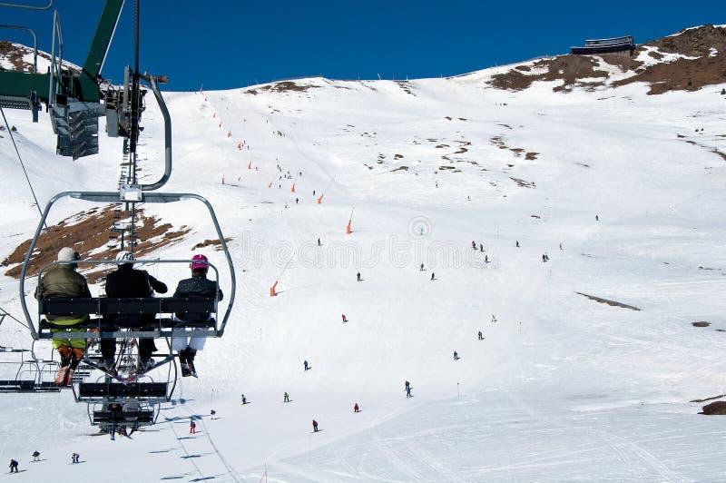 Telesilla y la cuesta del esquí en Andorra foto de archivo libre de regalías