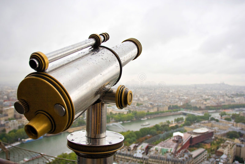Teleskop auf Effiel Kontrollturm stockfotografie