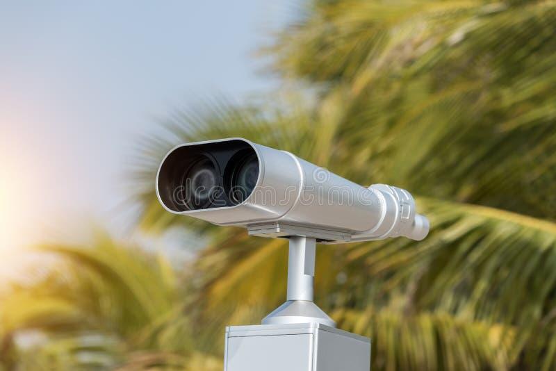 Teleskop dla patrzeć zwierzęta i ptaki obrazy royalty free