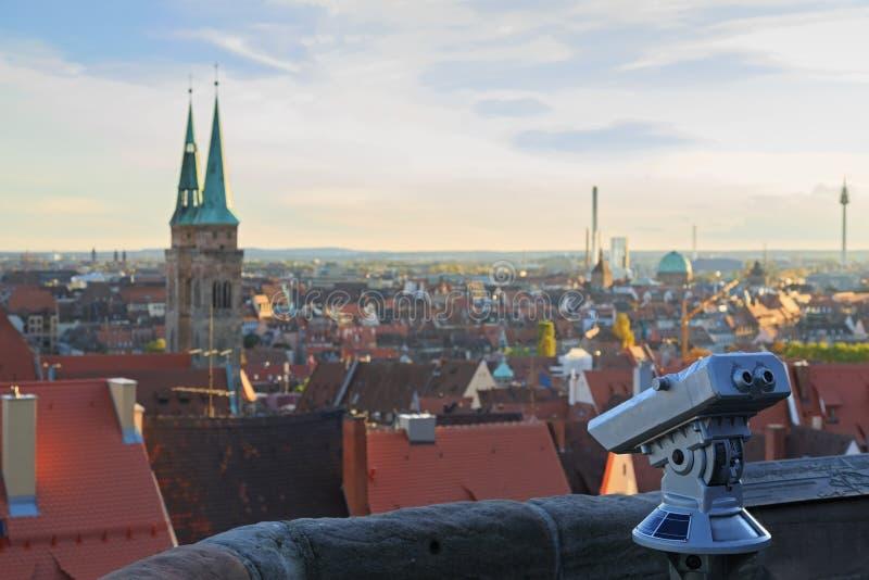 Teleskop i den Nuremberg slotten, sikt av staden, royaltyfria bilder
