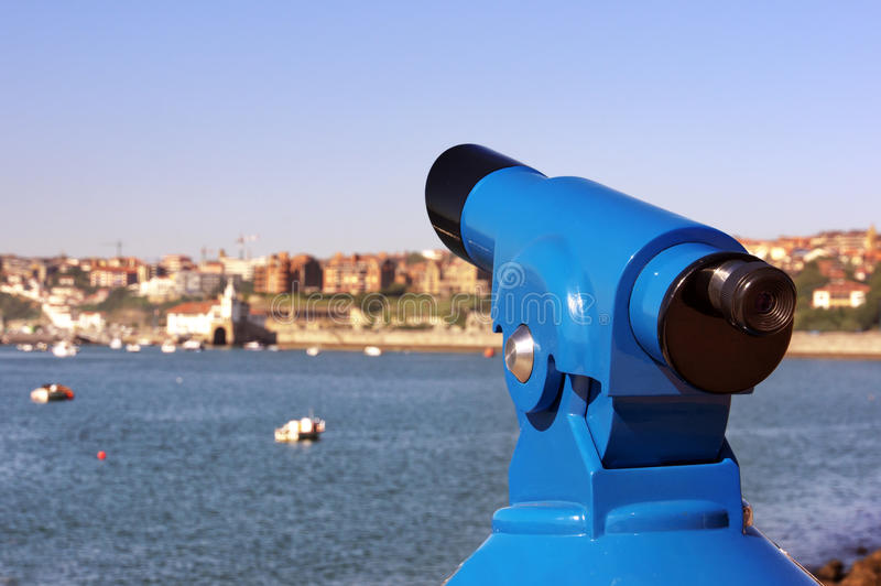 Teleskop i getxo promenad royaltyfri bild