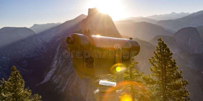Teleskop i połówki kopuła w Yosemite Kalifornia zdjęcia royalty free