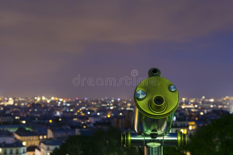Teleskop och panoramautsikt på therstaden av Paris arkivbilder