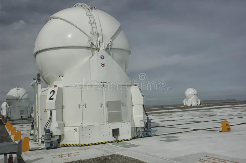 Teleskopen av den Cerro Paranal observatoriet arkivbilder