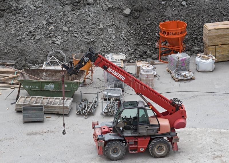 Teleskopisk laddare på en konstruktionsplats royaltyfri bild