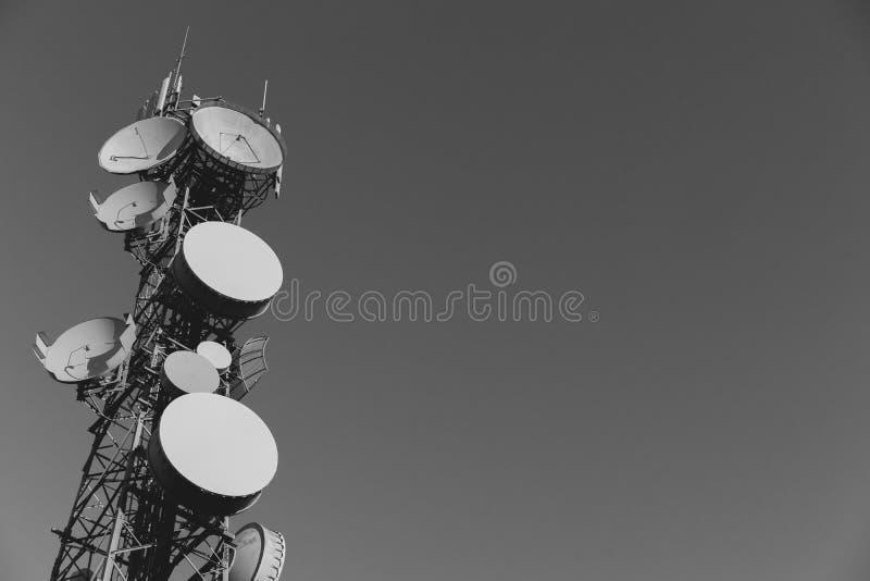 Teletechniczny wierza Z Wiele antena zdjęcia stock
