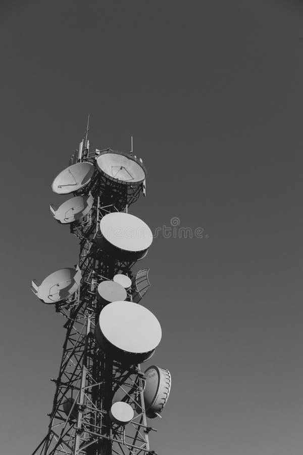 Teletechniczny wierza Z Wiele antena zdjęcia royalty free