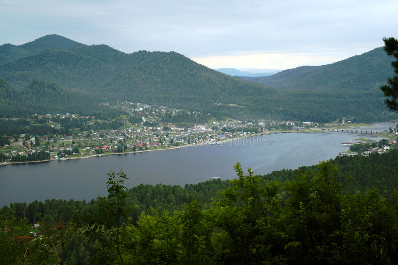 Teletskoye гор озера Altai Стоковые Изображения