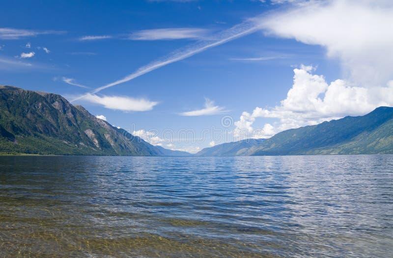 teletskoye озера стоковое изображение rf