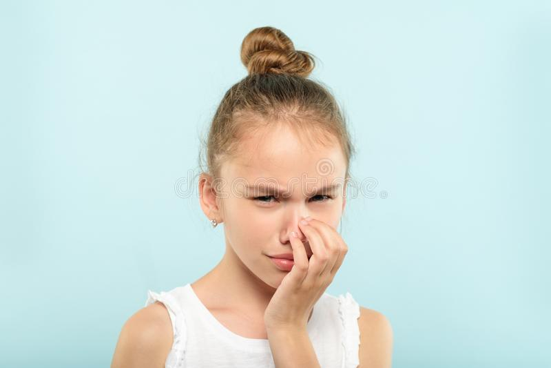 Teleurgestelde droevige schreeuwende beledigde meisjesemotie royalty-vrije stock foto