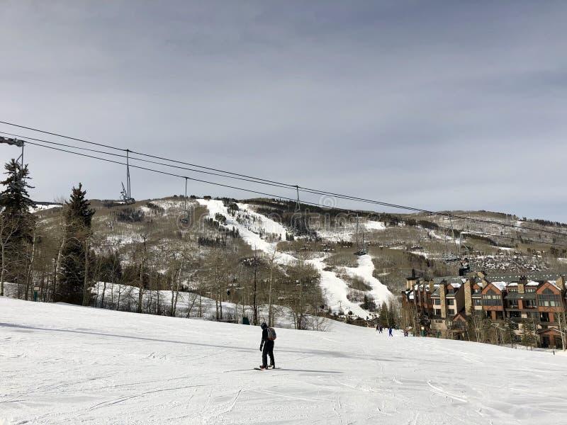 Teleurgestelde Snowboarder-Treks Lege Sleep royalty-vrije stock afbeelding